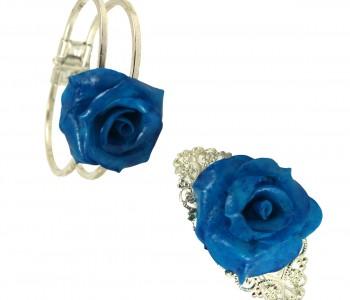 Brazaletes rosa dos rosas azules