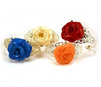 Brazaletes con rosas de colores