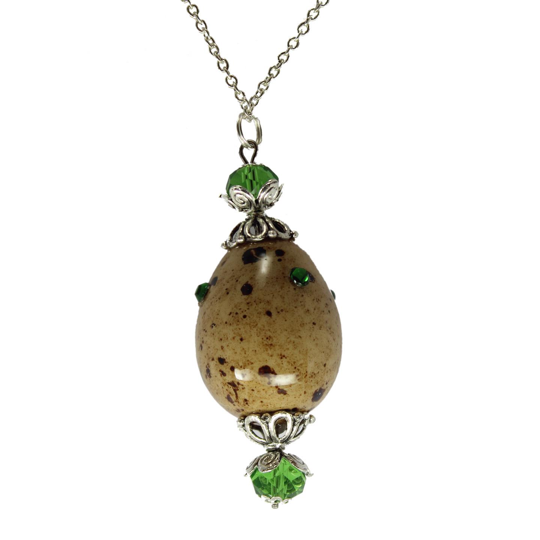 Huevo de codorniz natural con perlas y cristal verde detalles