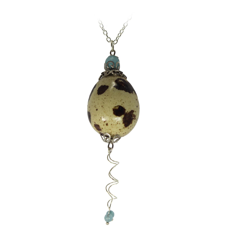 Huevo de codorniz con doble colgante en espiral y perla azul detalles