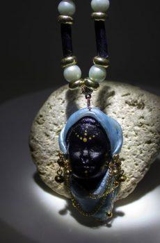 Collar Rostro Coleccion Mujeres del Mundo Etiope azul2